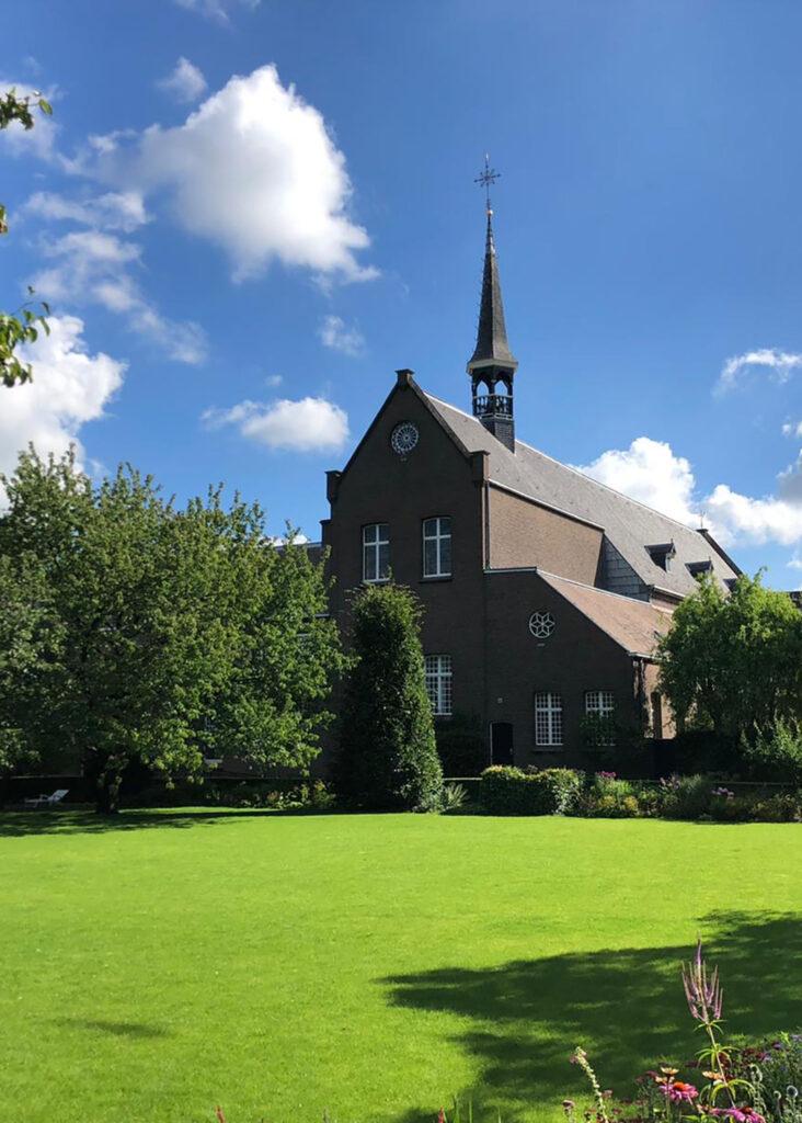 Outdoor lessen in klooster Breda