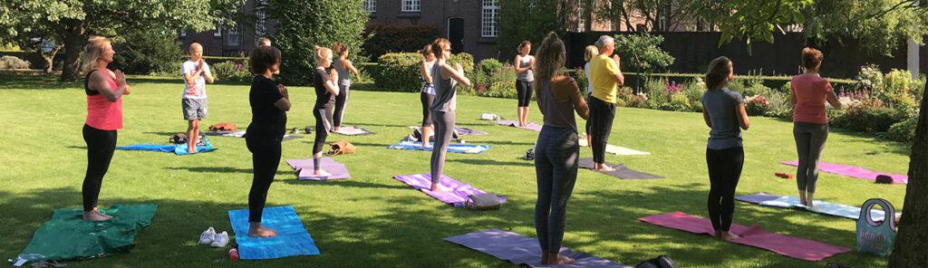 Buitenlessen yoga