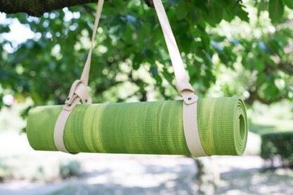 groene yogamat met yogamatstrap nude
